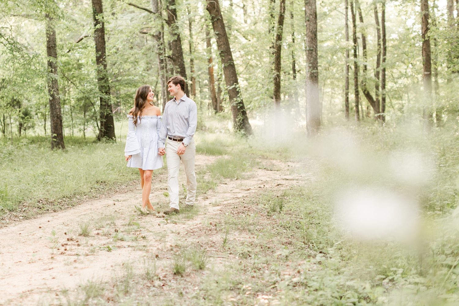http://amy-hutchinson.com/wp-content/uploads/2018/05/ahp-summer-tennessee-farm-engagement_0004.jpg