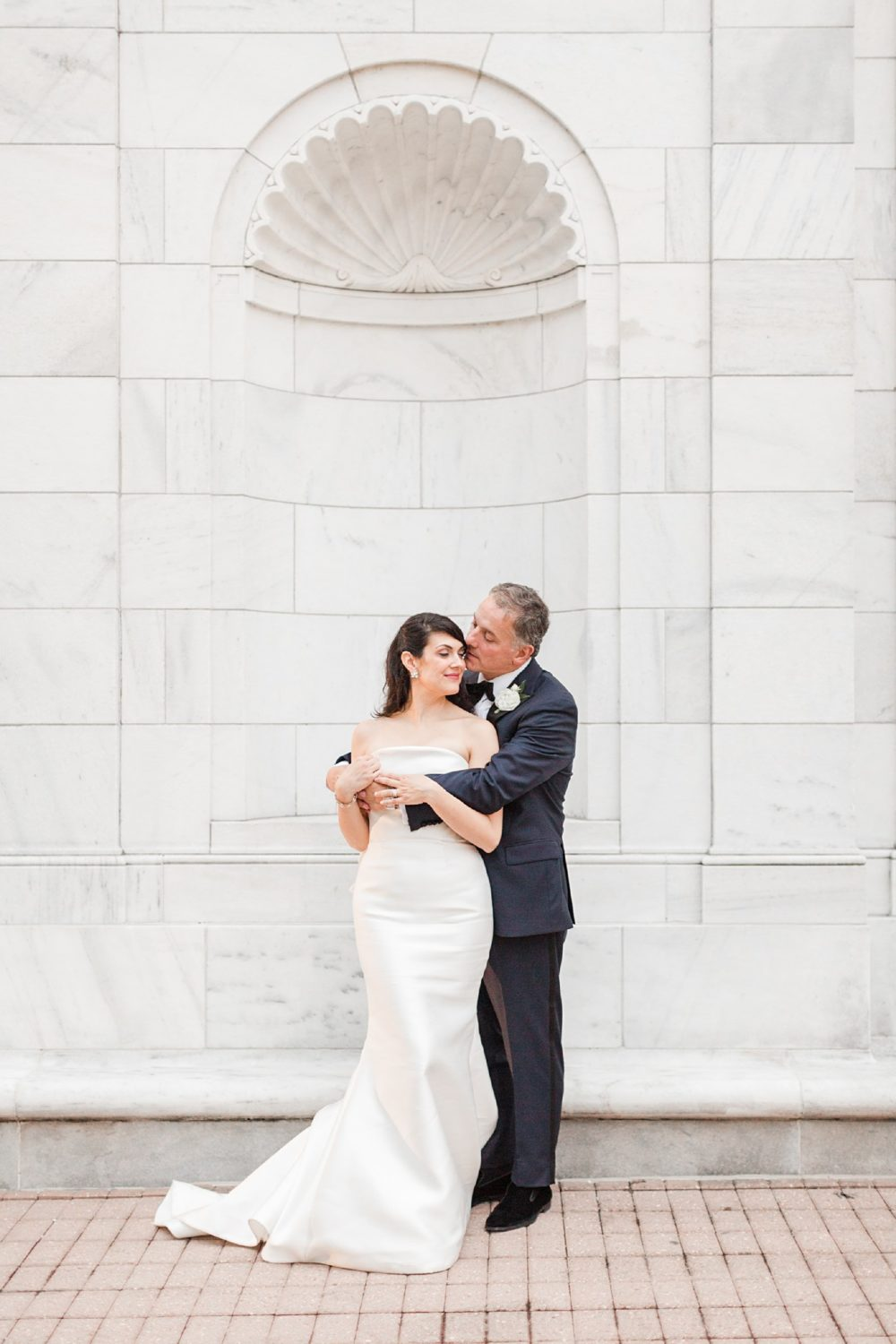 Colorful, Artistic Memphis Brooks Museum Wedding