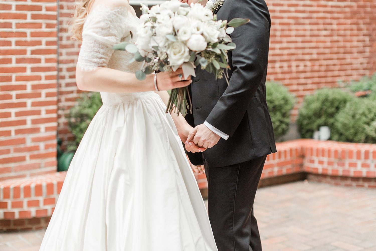 Silvery Blue and White Memphis Cadre Winter Wedding